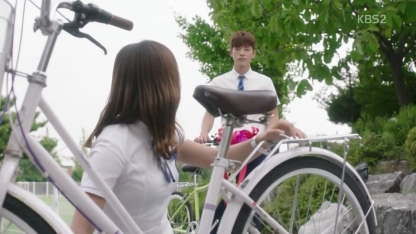 School 2017 episode 16 finale tae woon gives bike to eun ho