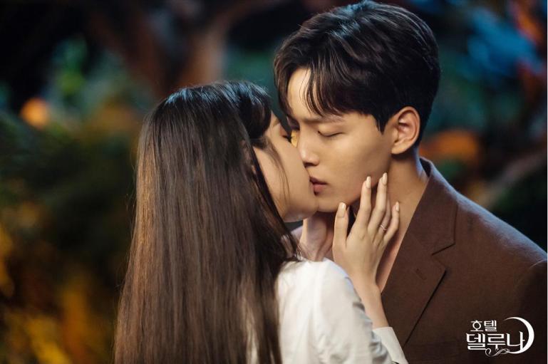iu yoo jingoo kiss scene