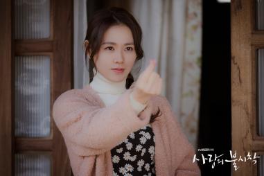 son ye jin finger heart 1
