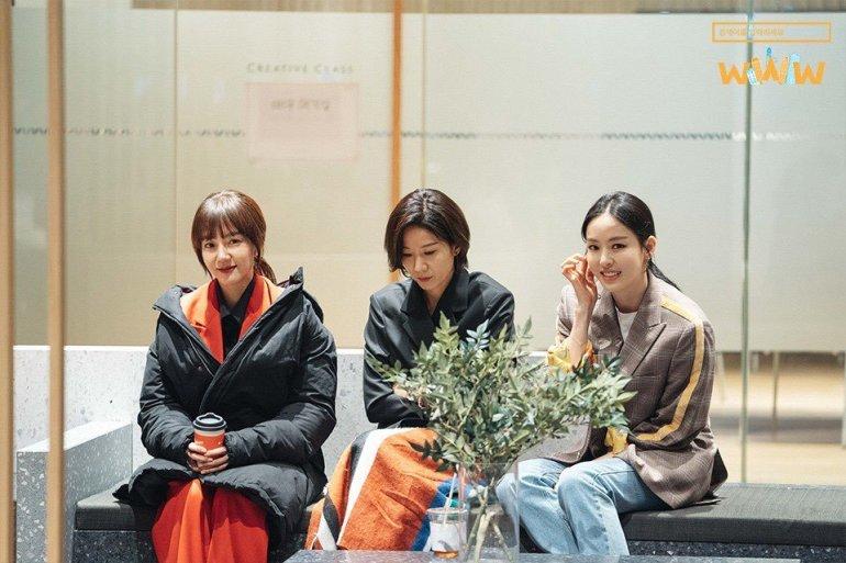 Bae Ta-mi, Cha Hyun, and Song Ka-kyung (Search WWW)