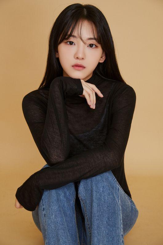 cho_yi-hyun-1999-p1