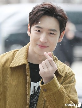 Dog Lee je-hoon