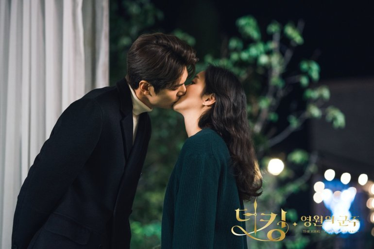 The King Eternal Monarch Kim Go Eun Lee Minho kiss